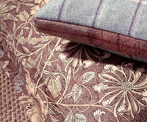 Honeysuckle & Tulip And Woodford Cushions Lr Morris and Co Art of Decoration IV Бумажные обои Англия