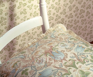 Merton Wallpaper And Wild Rose Cushion 1 Lr Morris and Co Art of Decoration IV Бумажные обои Англия