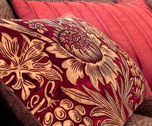 Sunflower Cushion Detail Lr Morris and Co Art of Decoration IV Бумажные обои Англия